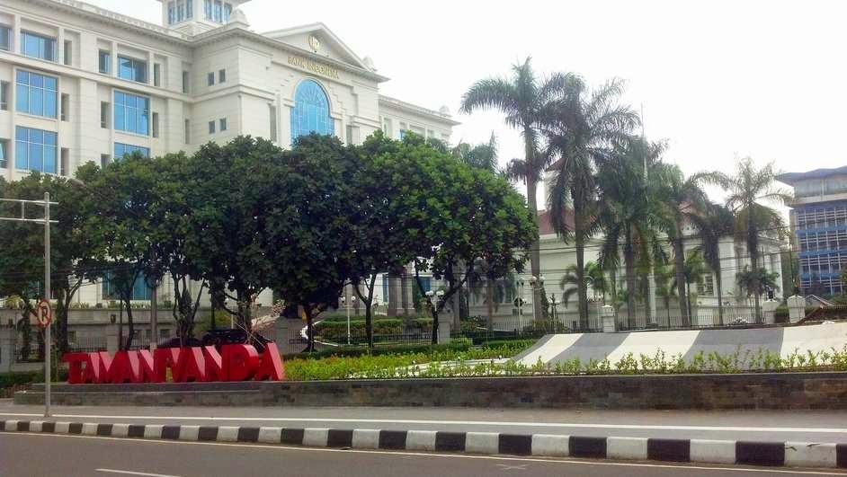 Taman Vanda Jalan Merdeka bawah, di antara Gedung Bank Indonesia dan Polrestabes Bandung