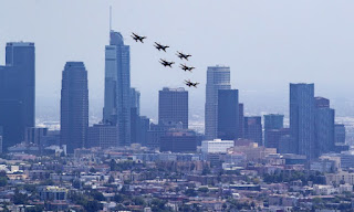 Archie, Meghan and Harry see Thunderbirds over LA