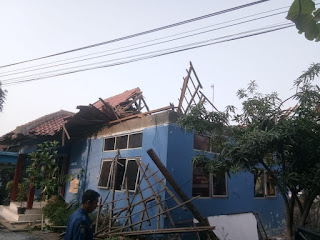 Kantor Damkar Kota Cirebon Ambruk DiMakan Usia