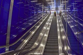 cara-naik-eskalator-yang-benar.jpg