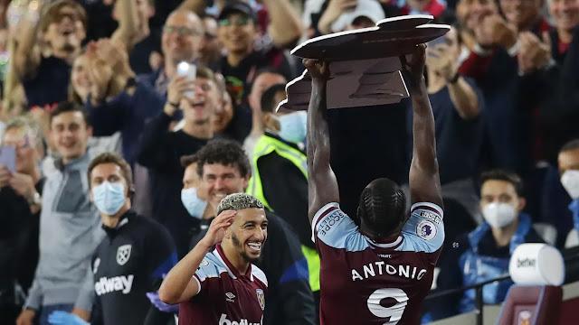 West Ham duo Said Benrahma and Michael Antonio celebrates goal