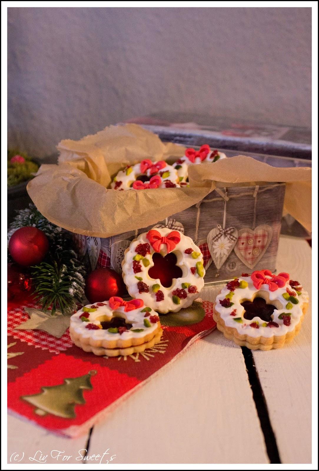 Weihnachtskranz-Kekse mit Pistazien, Cranberrys und Kirschkonfitüre, Mürbeteig, Weihnachten, Plätzchen, Rezept, Thermomix