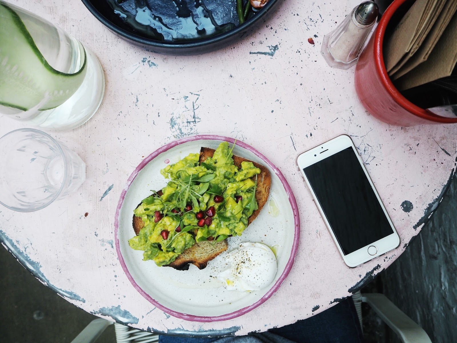 farm girl cafe instagram bloggers guide to london blog post notting hill portobello avocado on toast