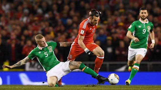 Gareth Bale con la selección de Gales, enfrentando a Irlanda