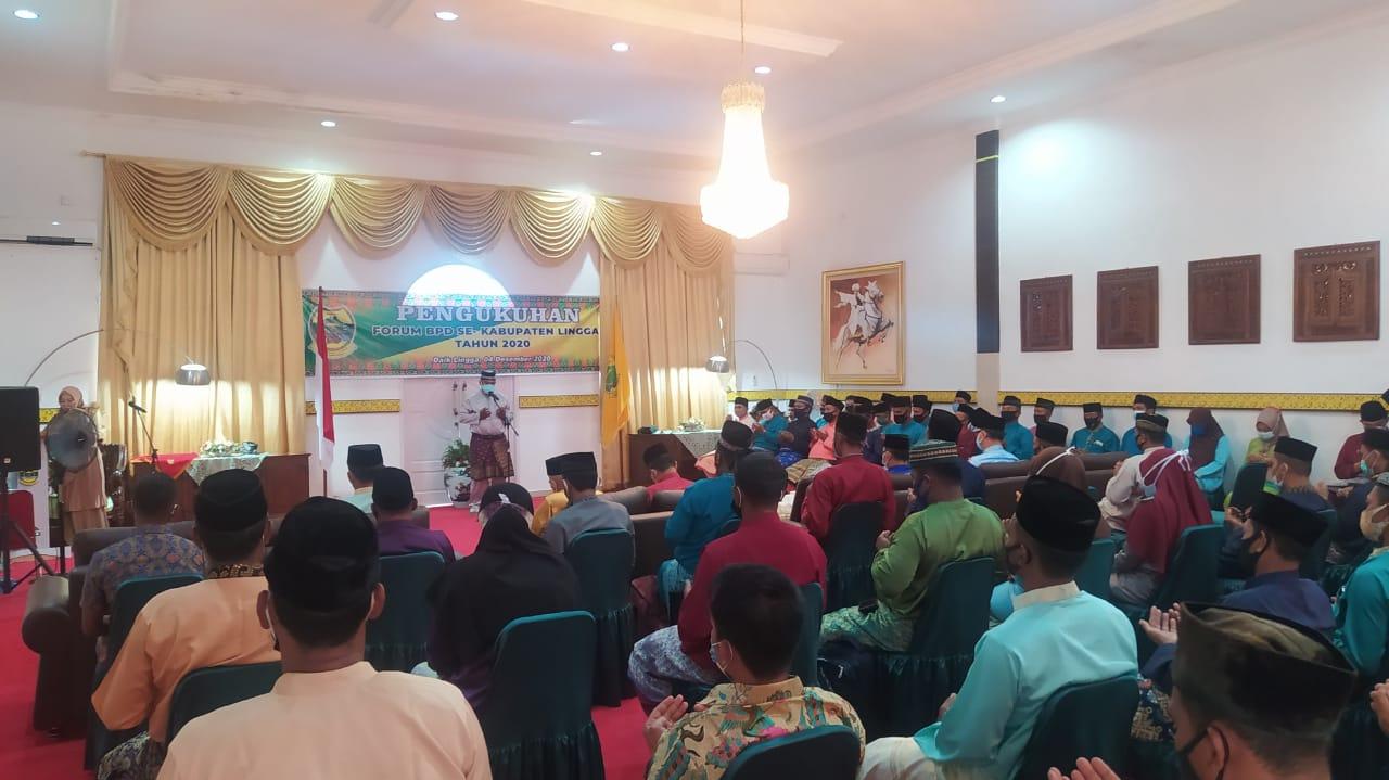 Kukuhkan Anggota F-BPD, Pjs Bupati Lingga : Tingkatkan Sinergitas Dengan Pemda Untuk Membangun Desa