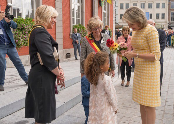 Queen Mathilde carried a small gold box clutch, and wore cream leather gloves and rose gold sating sling back heels