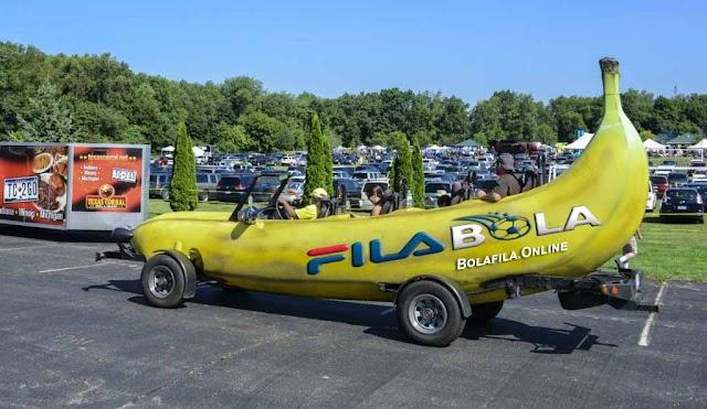 Unik, Netizen Ubah Mobil Ford F-150 Menjadi Banana Car