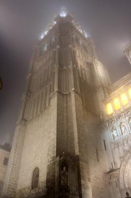 Catedral de Toledo entre niebla