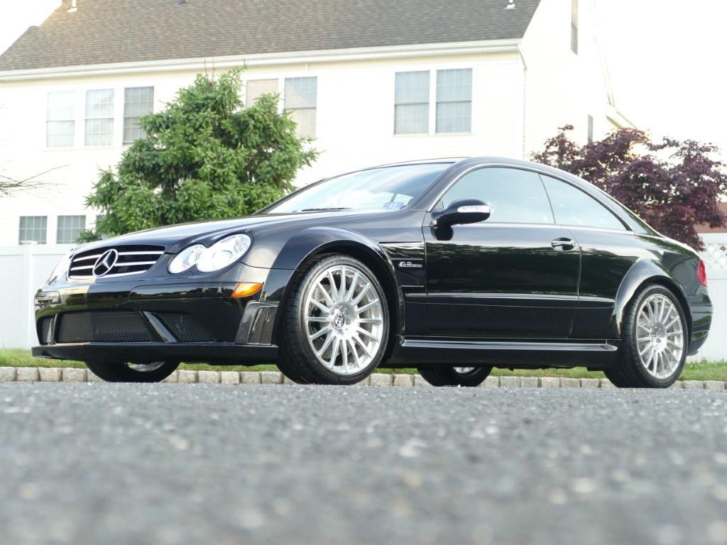 Mercedes-Benz CLK 63 AMG đời 2008 chạy 2.500 km rao bán giá 95.000 USD