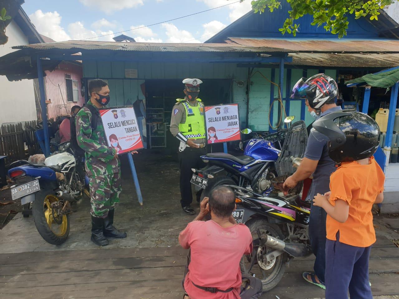 Kompak, TNI-Polri Imbau Masyarakat Kuala Pembuang Taati Protokol Kesehatan