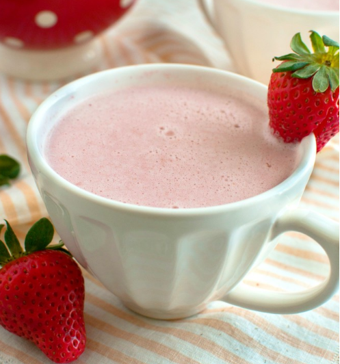 STRAWBERRY WHITE HOT CHOCOLATE  #healthydrink #chocolate #strawberry #party #smoothie