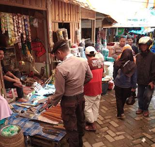 Cegah Kriminalitas, Personil Polsek Baraka Laksanakan Patroli Pasar, Berikut Imbauannya