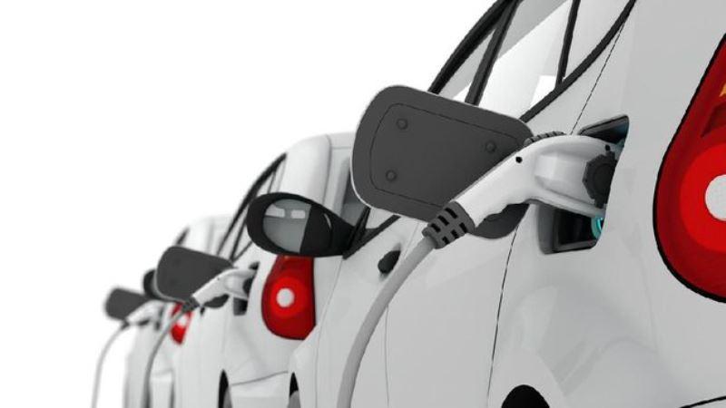 Luhut: Perusahaan Jepang, Softbank Ingin Investasi Mobil Listrik di Indonesia