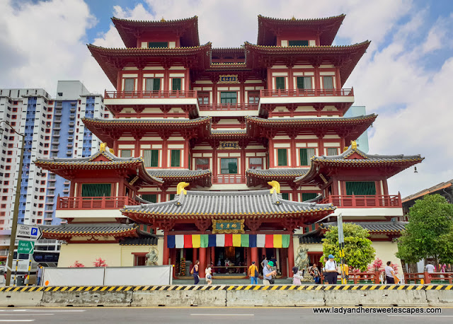 temple and a museum complex in Singapore Chinatown