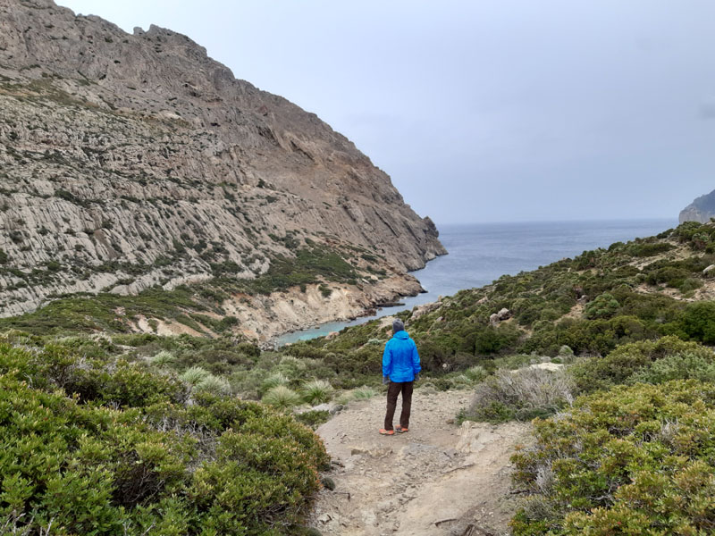 Scendendo verso Cala Bóquer da Coll des Moro - Maiorca