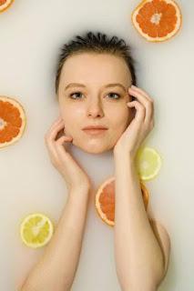 विटामिन सी सीरम Vitamin C serum में निवेश क्यों करना चाहिए