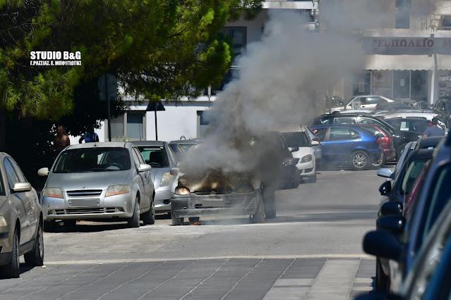Πυρκαγιά σε αυτοκίνητο έξω από Δημοτικό σχολείο στο Ναύπλιο