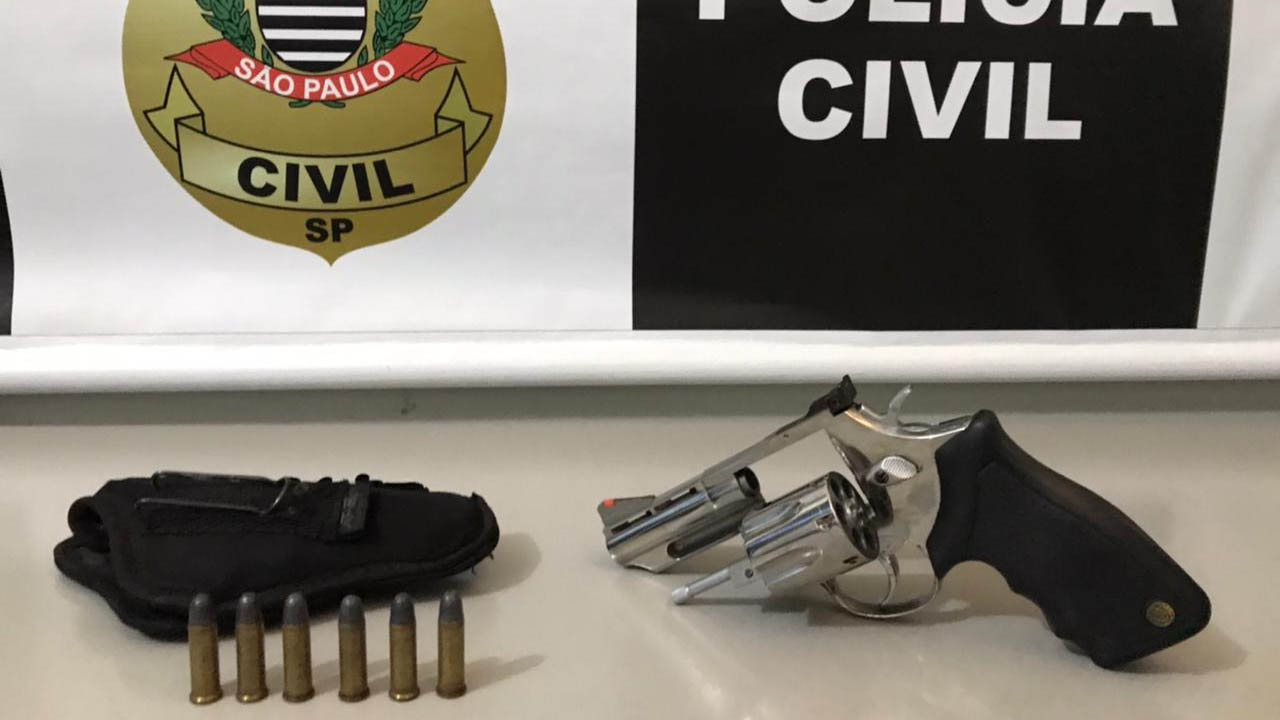 Homem armado é preso em estacionamento de loja em Bauru