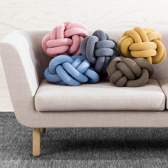 knot pillows desing