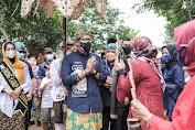Menteri Sandiaga Uno Dijadikan Pemimpin Idola Emak - Emak UMKM Desa Cikolelet