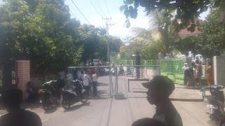 Warga dan Pelajar Wawonduru Blokade Jalan