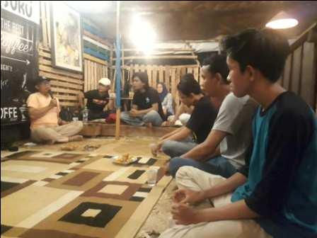 Diskusi Seni #15: Melihat Indonesia dari Sesuatu yang Kecil