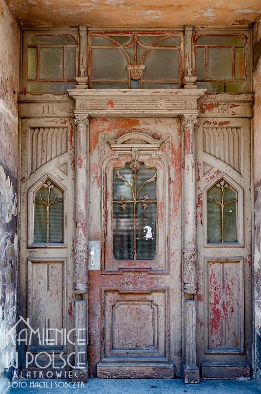 Jawor: drzwi wejściowe do kamienicy