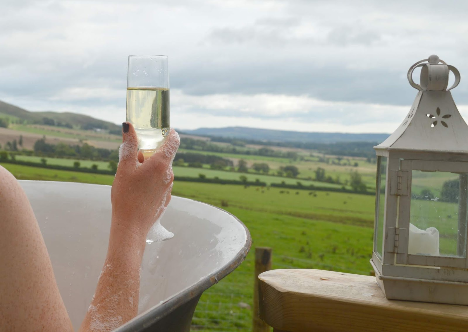 Huts in the Hills, Northumberland Luxury Glamping - Prosecco Bath