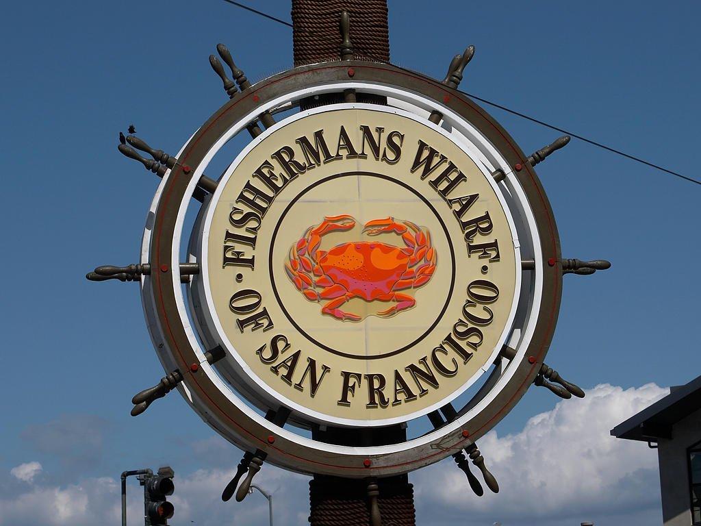 placa de Fisherman's Wharf com um caranguejo no meio