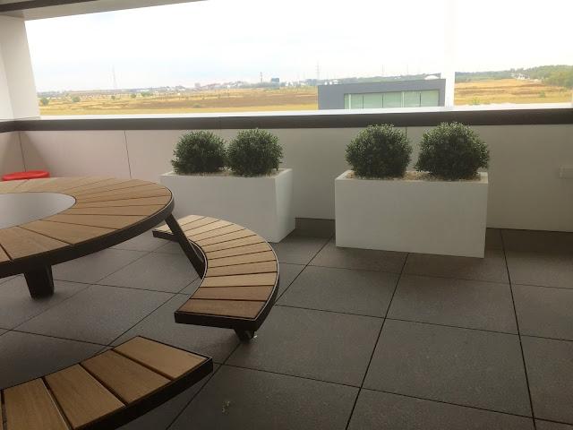 Lange plantenbakken met kunstplanten (kunstbuxus) om te huren of kopen in Antwerpen Limburg Vlaams-Brabant Brussel Hasselt