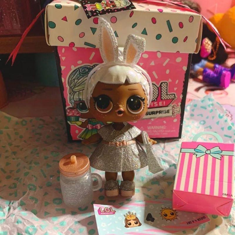 Carats L.O.L. Surprise Present Surprise