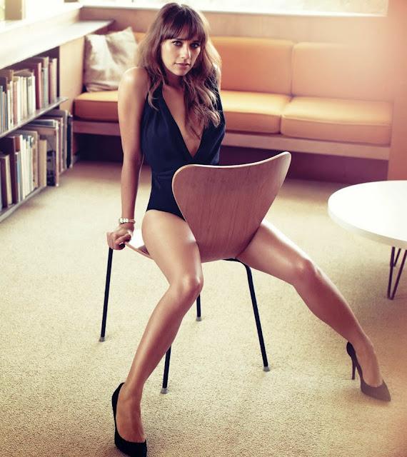 Rashida Jones Sexy Legs