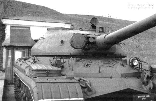 Башня танка Т-10М, вид спереди справа