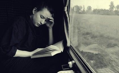 Τα εκπληκτικά οφέλη της ανάγνωσης ενώ ταξιδεύετε