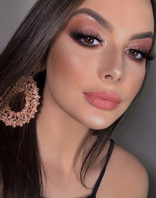 Algumas dicas são preciosas para você acertar de vez em uma maquiagem simples para noite. A maquiagem para a noite pode ser simples ou mais carregada.