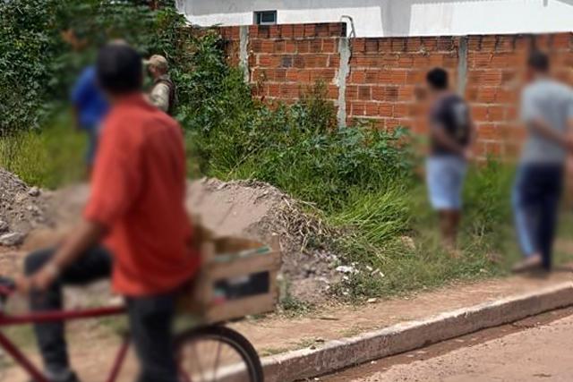 Corpo em estado de decomposição é encontrado em terreno baldio, em Barra da Estiva