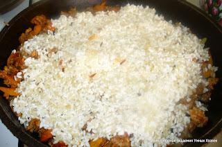 насыпать рис