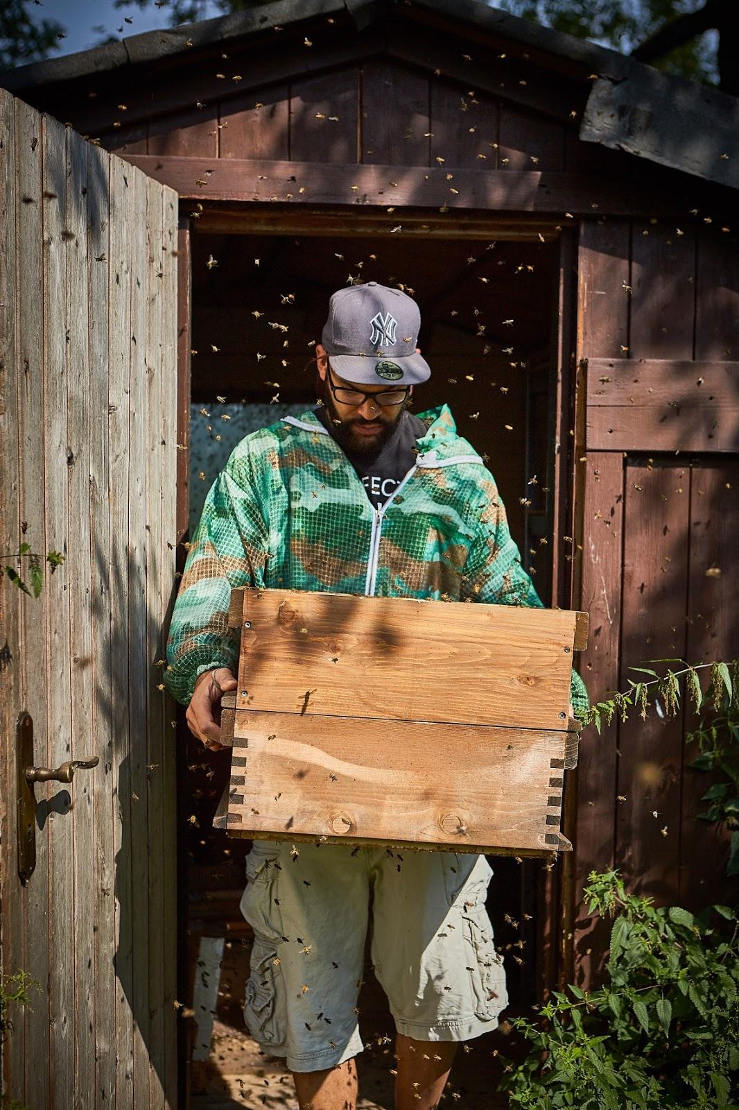 Eine musikalische Honig Verkostung des Münchner Künstlers Edward Obika, ist der Albumtipp des Monats und das Beattape des Jahres 2019 im Atomlabor Blog.