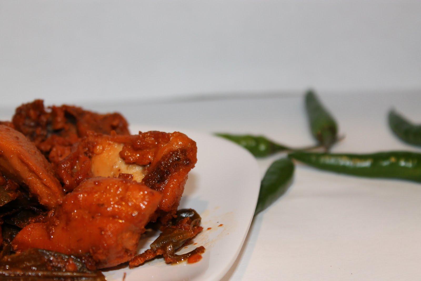 Sadhya: Green Chilli Chicken Fry