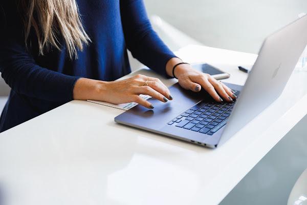 É seguro contratar serviços online?