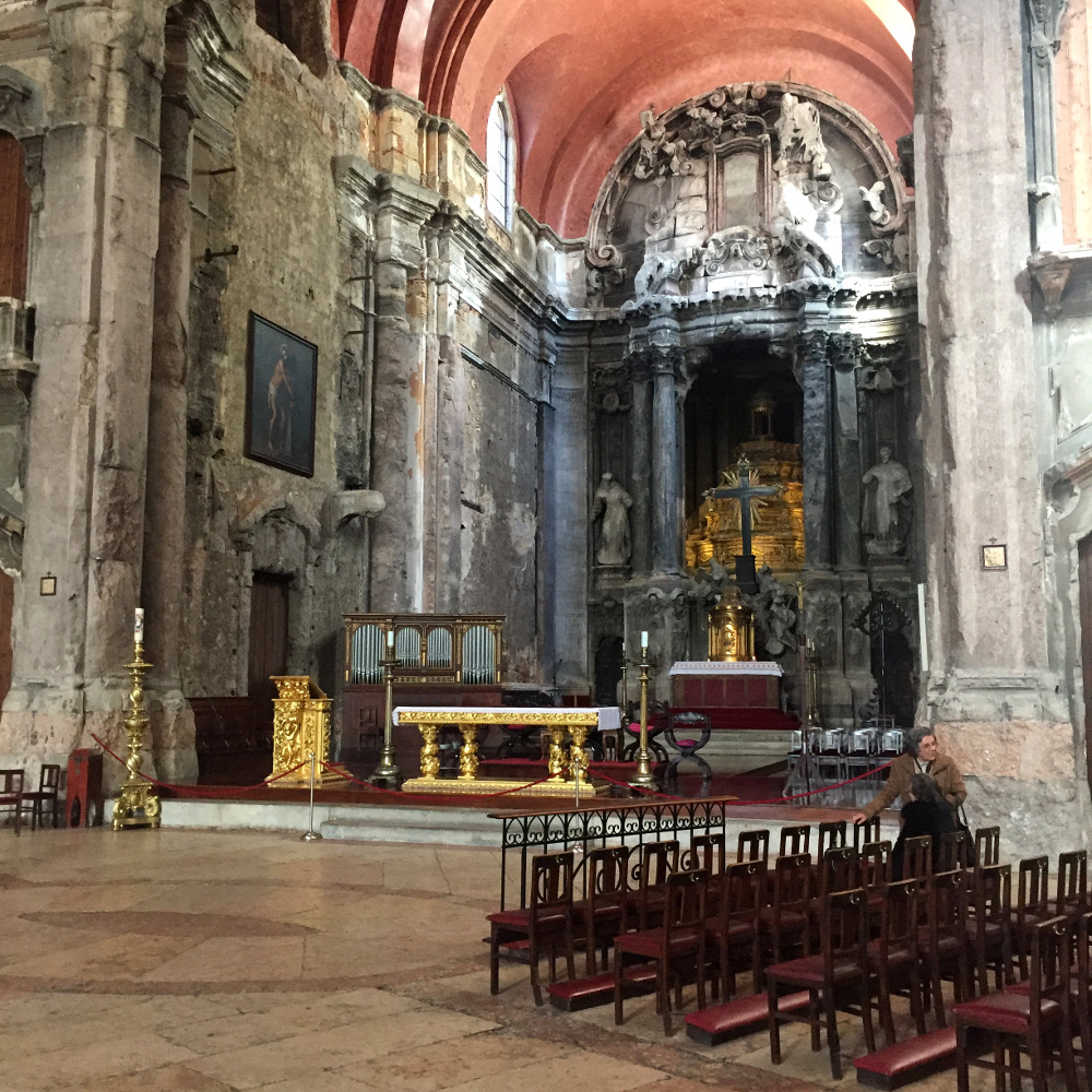 Lissabon Lisbon Lisboa Igreja de Sao Domingos travel guide church destroyed fire