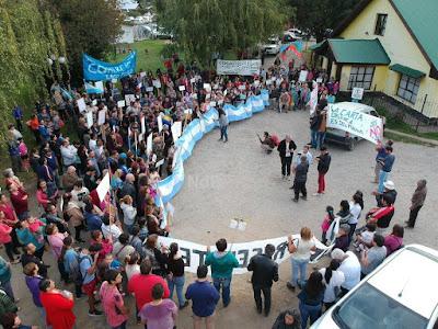 Resultado de imagen para marcha en lago puelo por raul ibarra noticiasdelbolson