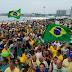 Povo lota orla de Copacabana em forte apoio a Bolsonaro. Fotos!