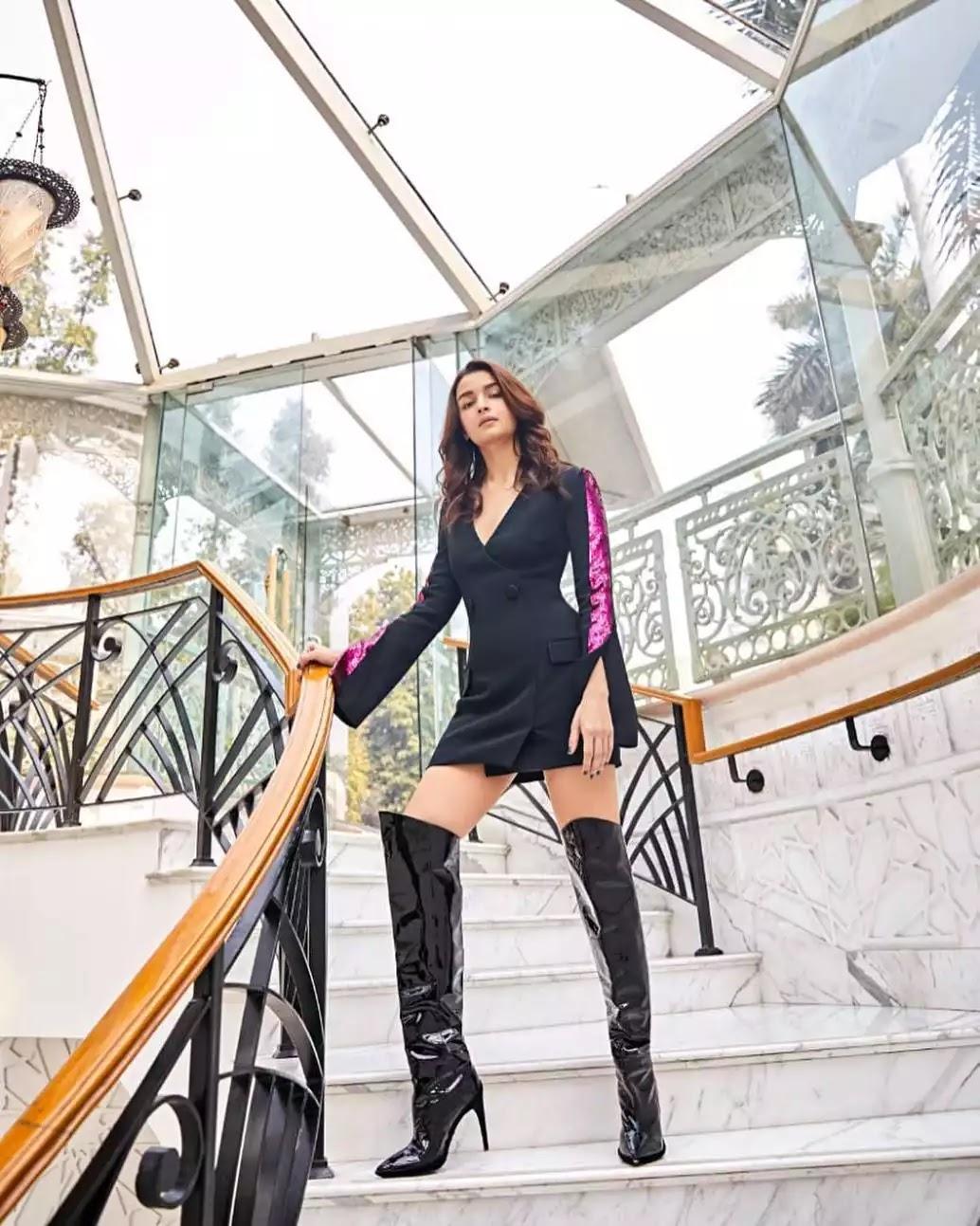 alia-bhatt-hot-looks-in-black-mini-blazer-dress
