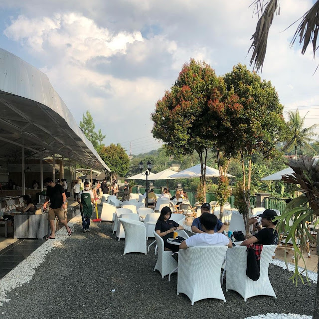 Pinggir Kali Coffee Megamendung Bogor