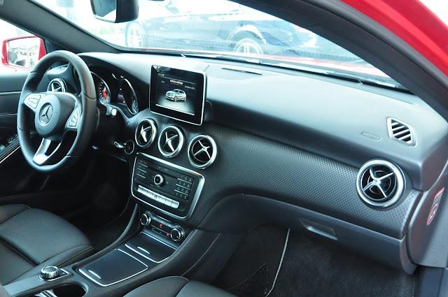 Nội thất Mercedes A200 2017 thiết kế trẻ trung
