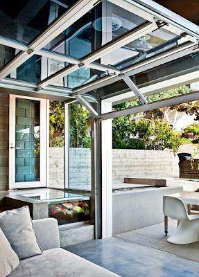 Contoh Taman Dalam Rumah Minimalis Dengan Kolam Ikan Mini Indoor dan Outdoor
