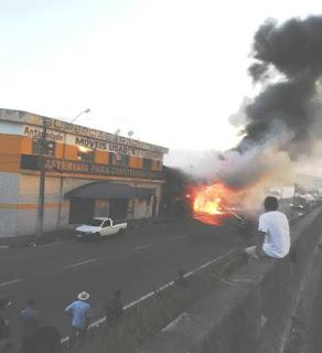 Dois incêndios marcam a tarde da última sexta-feira do ano em dois bairros de Registro-SP