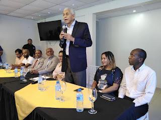 Nelson Guillèn recibe el respaldo de la dirigente del PRM Elaine Mañanà