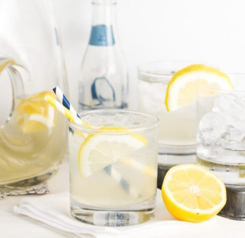 Vodka and Elderflower Lemonade #drinks #summerdrink